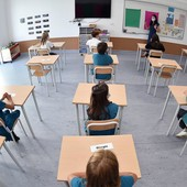 Piemonte, scuole superiori: si torna a scuola al 50%. Parte il piano per il trasporto scolastico potenziato