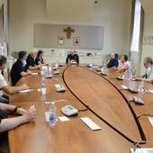 Stamperia Miroglio di Govone, interviene anche il vescovo di Alba che incontra i lavoratori
