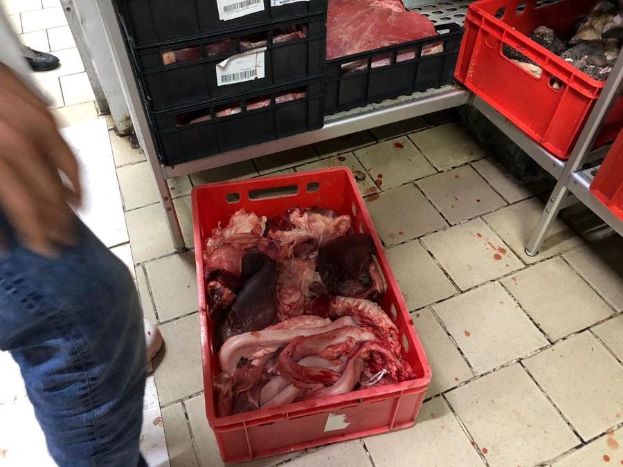Sequestrati 70 kg di carne mal conservata in macelleria in zona  Porta Palazzo