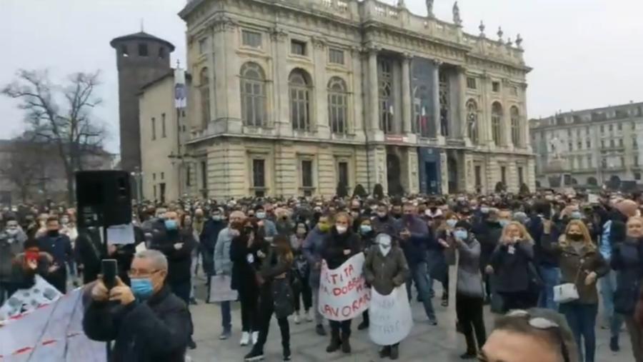 Torino, gli ambulanti del GOIA scendono in piazza