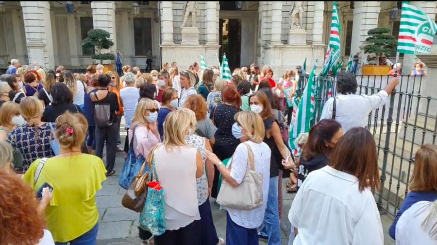 #spremuta di maestre: protesta delle maestre e degli educatori del Comune di Torino per difendere la qualità dei servizi educativi degli asili nido e delle scuole dell'infanzia comunali