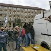 Lockdown Torino, manifestazione degli ambulanti in piazza Castello