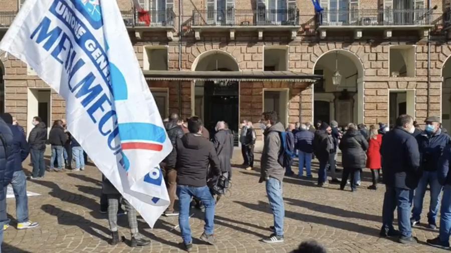 Lavoratori ex Embraco di nuovo in piazza