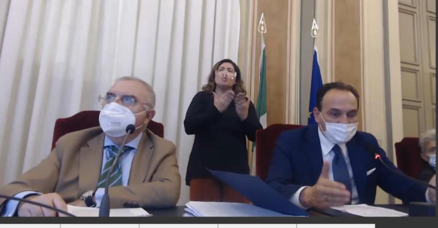 Misure anti Covid: in Piemonte didattica a distanza al 50% alle superiori e centri commerciali chiusi nel fine settimana