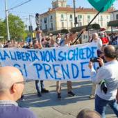 Contestazione del movimento no green pass a Porta Palazzo