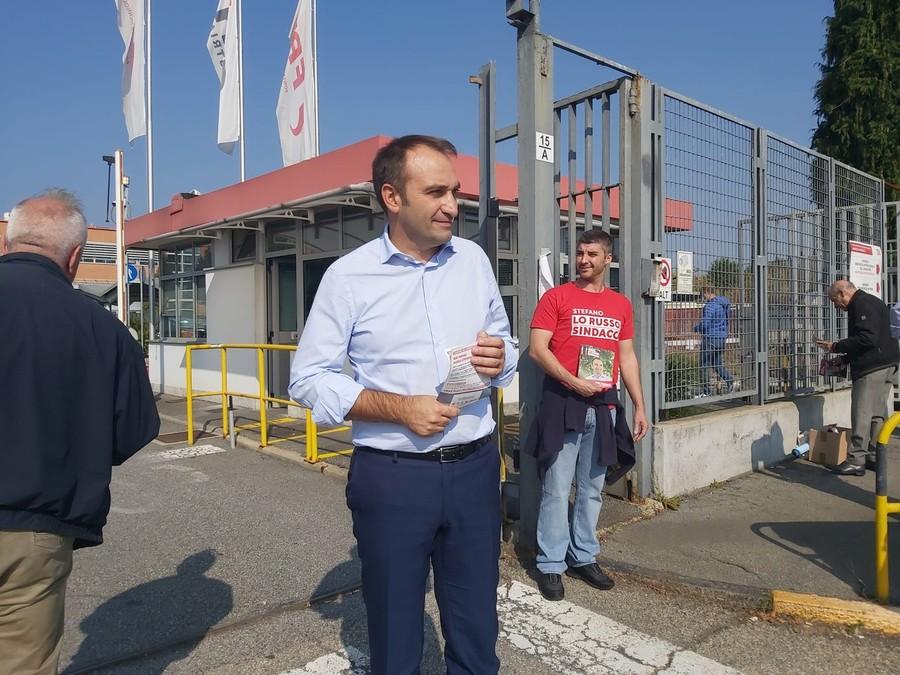 Verso il ballottaggio: Lo Russo fa volantinaggio all'Iveco