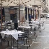 Domani la vera ripartenza per bar e ristoranti: si può consumare al chiuso. Ma ora mancano camerieri
