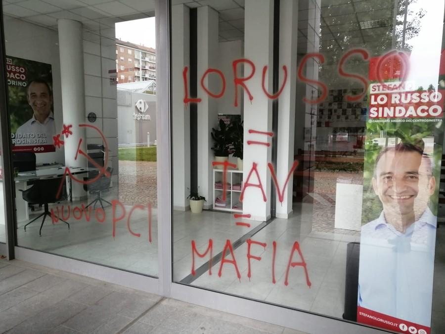 Torino, imbrattata la sede del comitato elettorale di Stefano Lo Russo