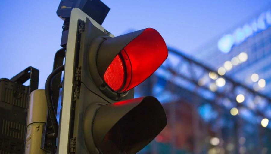 Passaggio col rosso, niente multa se il Comune non prova che il rilevatore automatico è omologato. Di Carlo Manacorda*